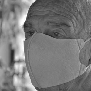 高齢者に新型コロナウイルスを感染させない方法は感染者数を減らすしかないのでは?