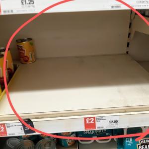 スーパーの様子 & デリバリーの需要が急増しています