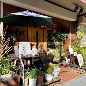 喫煙家におすすめの江坂の「カフェタケダ」|ひとりでもゆっくり過ごしやすい落ち着いた店内で頂くこだわりの珈琲と紅茶