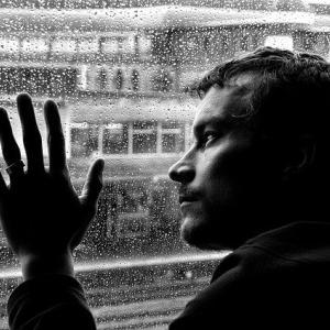 仕事でうつ病に…そうならない為の初期症状のサインや改善方法について