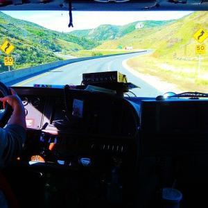 トラック運転手のきついポイント、この仕事を選ぶメリットは何?