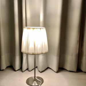 アンティーク調のニトリのニュープリエは総合的(価格・デザイン)に納得できるフロアランプ