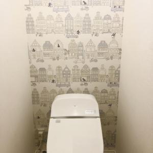ディズニーのアクセントクロスをトイレに。コスト削減とお気に入りの空間へと変貌