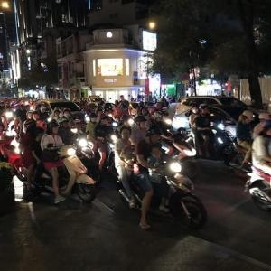 ホーチミンのベトナム式焼肉、そして有名フォーの店に入ります(ベトナム2019〜2020)