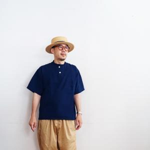 無印良品 真夏から晩夏に使える男女兼用ヘンリーシャツ。