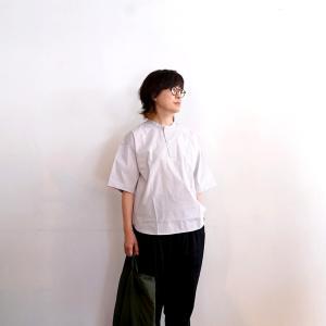 無印良品 安心の半袖シャツは、にの腕かくしてキチンとカジュアル
