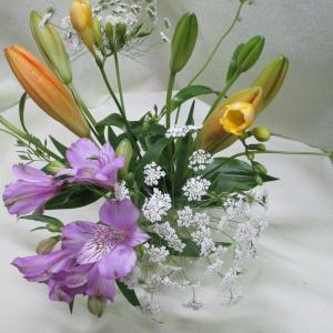 お花屋さんがおすすめする4月に飾りたいお花5つ選んでみました!