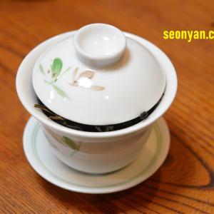 中国の単叢専門店で試飲をすると、なぜ大量に茶葉を入れるのか考えた。