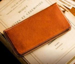 マットーネ・マックスラージ(ココマイスター)の魅力と特徴を分析。使い込む程に味が出るエイジングレザーを低価格で楽しめる、収納力重視の財布