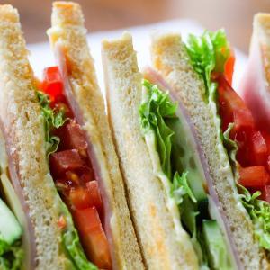 スーパーに買い出しに行ってサンドイッチを作るという海外旅行の楽しみ方