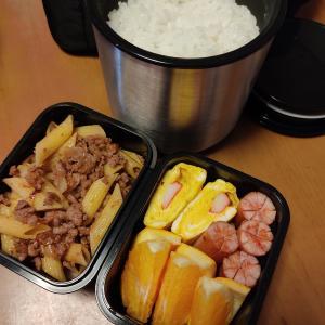 男子高校生のお弁当 今日のメインは牛豚ひき肉とペンネの醤油炒め