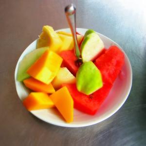 台南へ行ったら南国フルーツを食べよう!レトロ可愛い榮興水果店で食べるフルーツの盛り合わせ