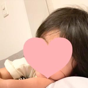 何かを悟った朝から泣き出した娘(´;ω;`)