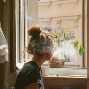 憂鬱は自粛のせい?孤独好きだったはずなのに落ち込みキタ!