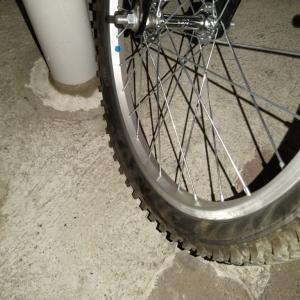【ボロ自転車】なんかいきなりパンクしてるんですけど