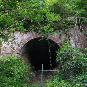 山梨 中央本線鳥沢-猿橋間旧線遺構と八ツ沢発電所水路橋巡りツーリング