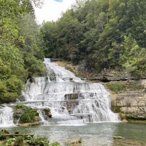2021/9/6 アクティブレスト的ジョグ、[世界の風景写真] スイス・ジュラ山脈の立派な滝