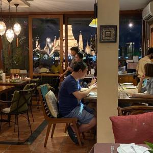 バンコク・ワットアルンを眺めながらのディナー at『Bitter Deck』