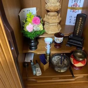 仏壇にお線香を上げて今日の無事を報告します。