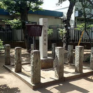 志村城(東京都板橋区)志村熊野神社の境内。遺構は空堀跡