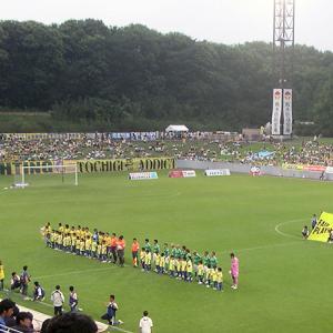 栃木県グリーンスタジアム(栃木県宇都宮市)地形を生かした球技場