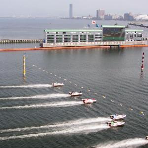 びわこ競艇場(滋賀県大津市)琵琶湖の遊覧船と噴水を眺めながら