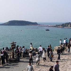 東尋坊(福井県坂井市)淵まで行ける柱状節理の断崖絶壁