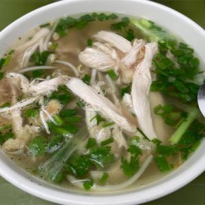 休日の朝食にベトナム料理を(鶏フォー屋でミエンガー)