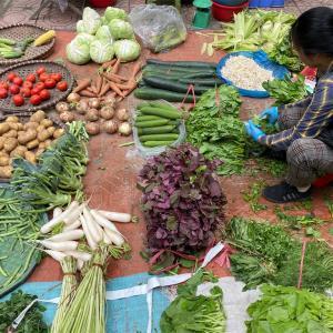近所の市場に野菜を買いに@ハノイ暮らしの今ここ