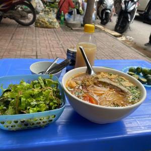 休日の朝食にベトナム料理を(ブンジウクアと食材見学)
