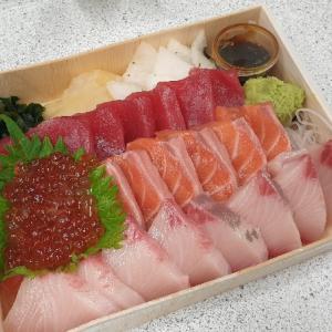 【弁】お持ち帰りと配達特集(24):豪華なお刺身!寿司屋のお弁当「初魚鮨」@師範大