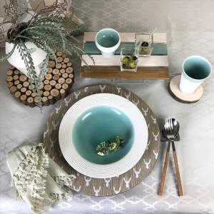 人気の青磁白彩シリーズ新商品をビーチシックなテーブルコーディネートでご紹介