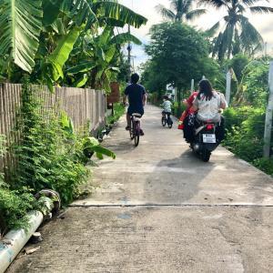 ノスタルジックな街並みのクレット島をサイクリング