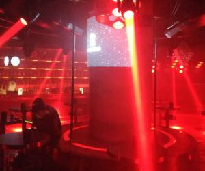 成都の夜の街へ繰り出し、クラブ (夜店) で踊り尽くす! 遊ぶ尽くす!!
