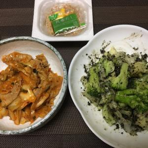 豚キムチと節約副菜 ブロッコリーとキャベツのごま和え