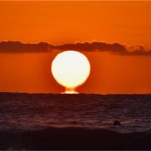 双海ビーチでだるま朝日