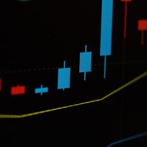 株価は直近高値を前に足踏み。金は1800ドルを割る。
