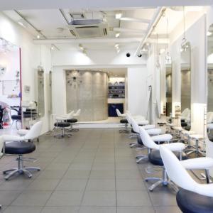 女性の悩み、美容室の節約