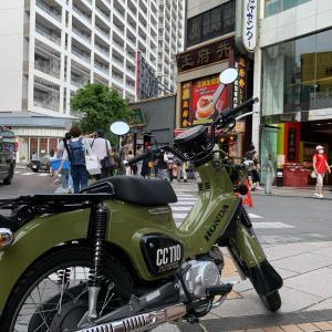 【初心者必見!】クロスカブ110に乗る外人、人生バイク給油