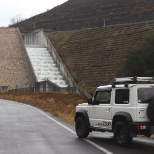 殿ダムのカスケード型減勢工の越流