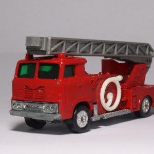 トミカ初の消防車「日野消防自動車」