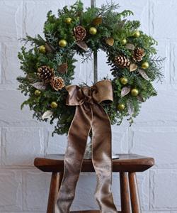 ギフトに最適!フレッシュグリーンのクリスマスリース。