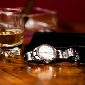 グッチの時計を使う年齢層は幅広い!30代以降におすすめな腕時計3選【レディース・メンズ別】