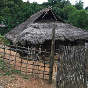 山岳民族アカ族の村に潜入!!が、村の子供と本気で遊びすぎて死にそーー😵