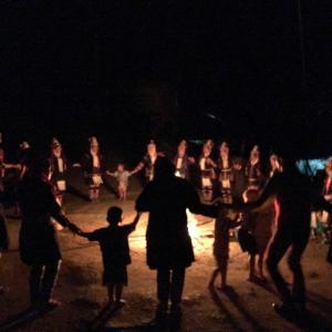 火を囲んで踊り続けるタイの夜・・・なぜこんなことになった??