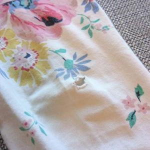 穴の開いた子供のお気に入りズボン、お花の刺繍でお直ししてみました♡