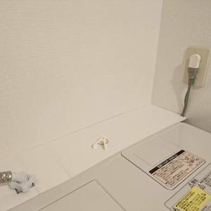 洗濯機下のホコリ問題、これで解決!汚れない仕組みをダイソーの○○でアップデート!