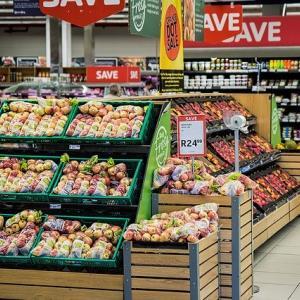 スーパーの食材、軒並み奪われる・・・