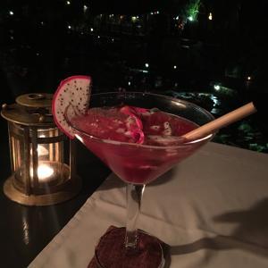 ラオス ホテルダラブアで夕食 ひとりはちょっと寂しいかも…