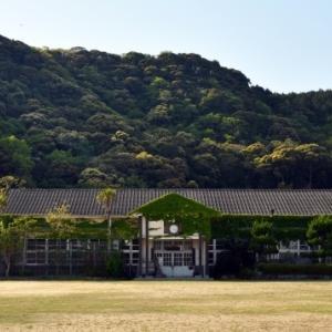 教員採用試験:採用倍率が下がったからといって教員の質を心配にする必要はないが、日本中のあちこちで「担任のいない学級」が生れることは問題だ。